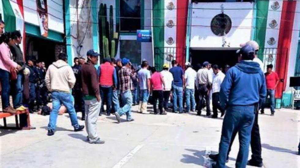 En coma dos de los hombres golpeados en Metepec por pobladores. Noticias en tiempo real