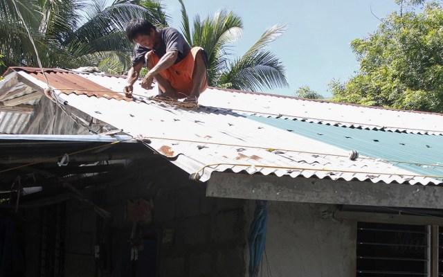 Millones de filipinos dejan sus casas por llegada de tifón - Foto de AFP