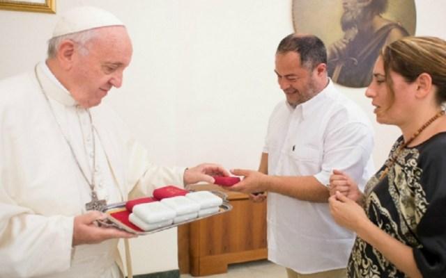 Papa Francisco sorprende a cuatro niñas casando a sus padres - Foto de Internet