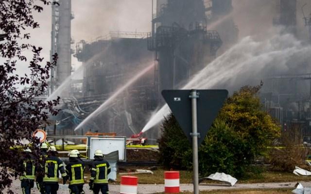 Explosión en refinería de Alemania deja al menos ocho heridos - Foto de AFP
