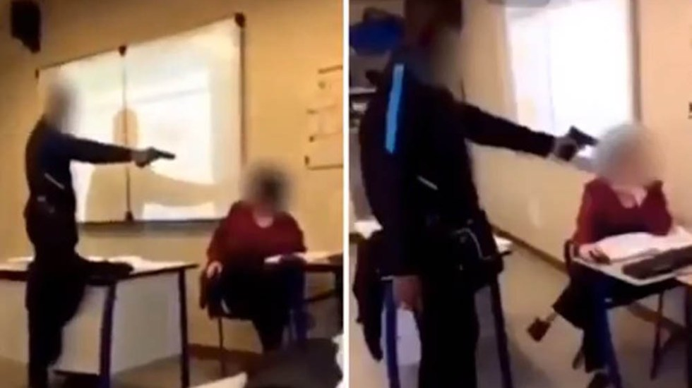 #Video Estudiante apunta con pistola a maestra durante clase - El estudiante aseguró que apuntarle a una maestra con una pistola fue una