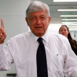 Consulta sobre NAIM no es una decisión cupular: López Obrador - Foto de Notimex