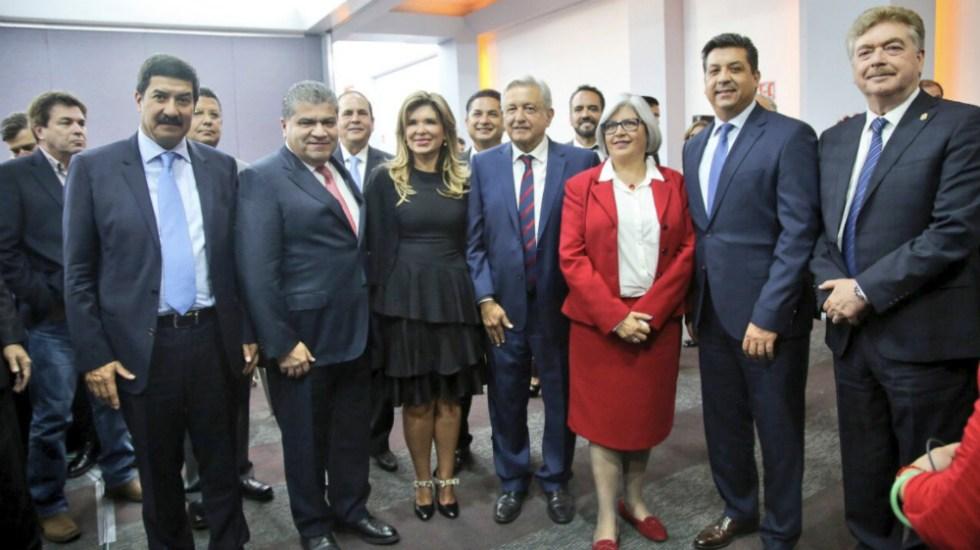 Dialoga López Obrador con gobernadores del norte del país - Foto de @mrikelme