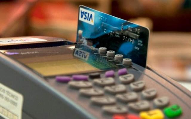 """Piden tener cuidado con """"Meses sin Intereses"""" durante Buen Fin - Compra con tarjeta bancaria. Foto de Internet"""
