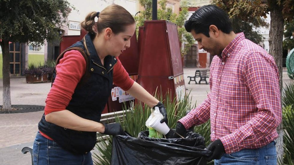 Alcalde en Zacatecas sale a recolectar basura - Foto de Ayuntamiento de Guadalupe