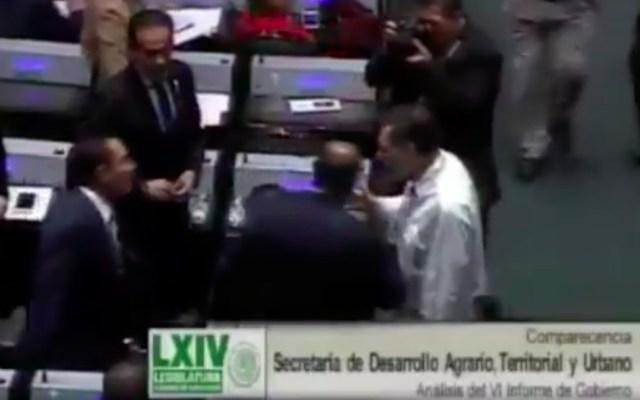 #Video Fernández Noroña y Luis Miranda a punto de golpearse - diputados fernandez noroña y luis miranda