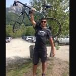Ciclista muere tras ser confundido con un animal, su madre y hermana se alegran