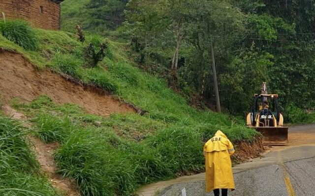 Las fuertes lluvias provocaron un derrumbe en Oaxaca. Confirmaron la muerte de seis personas - Foto de Protección Civil de Oaxaca