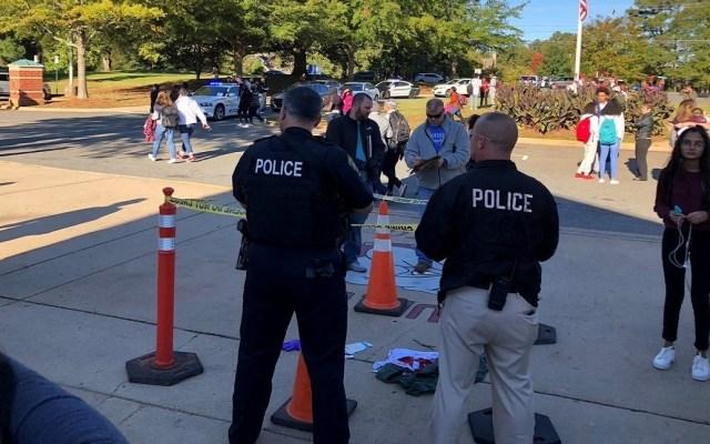 Estudiante mata a compañero en Carolina del Norte - La secundaria Butler fue acordonada por el asesinato de alumno. Foto de @wcnc