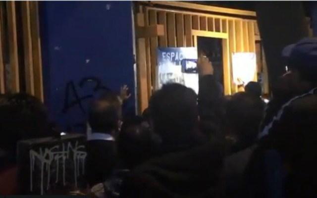 Estudiantes derriban barricadas en el CCH Azcapotzalco - Los estudiantes buscan dar solución a la suspensión de actividades que permanece desde fines de agosto