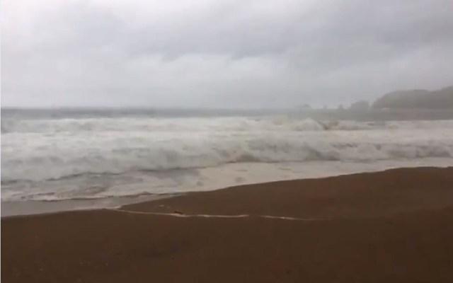 Evacuan la costa de Jalisco por huracán Willa - El oleaje en costa de Jalisco alcanza hasta dos metros de alto por huracán. Foto de @PCJalisco