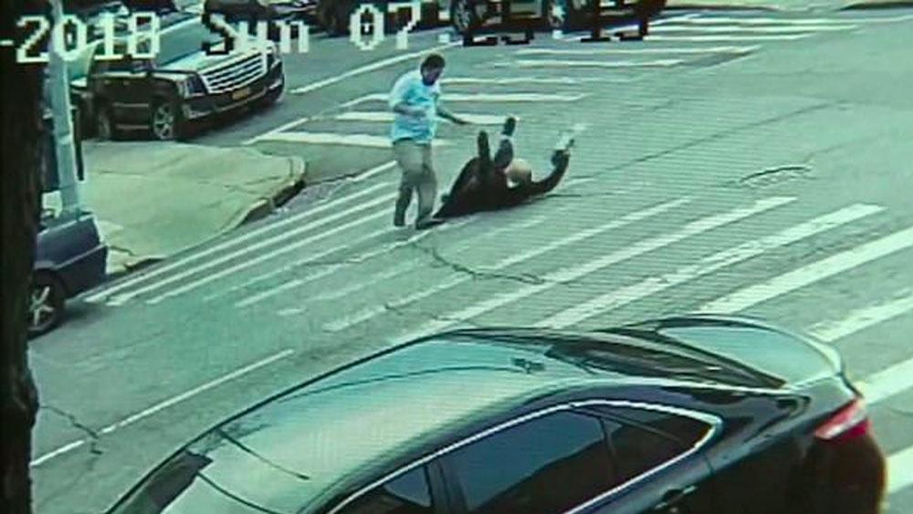 #Video Hombre golpea a judío en Nueva York. Noticias en tiempo real