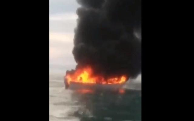#Video Se incendia embarcación en Golfo de Santa Clara - Incendio de embarcación en Golfo de Santa Clara. Captura de pantalla