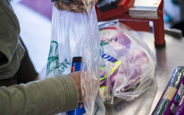 Japón cobraría bolsas de plástico para reducir su uso - Japón cobraría las bolsas de plástico en tiendas y supermercados. Foto de Internet