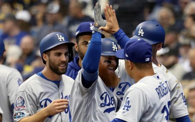 Dodgers ganan a Cerveceros y empatan serie de la Nacional - Foto de AFP