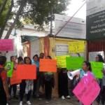 Padres de familia bloquean vialidad para denunciar abuso sexual en kínder de GAM - Foto de La Prensa