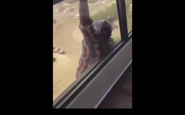 #Video Encarcelan a mujer que grabó caída de su empleada en Kuwait - Caída de empleada