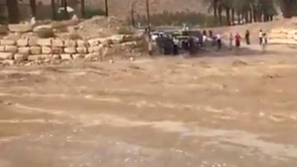 Lluvias arrastran autobús escolar en Jordania y mueren 17 - Zona en la que autobús escolar fue arrastrado por la corriente de lluvia. Captura de pantalla