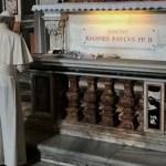 El papa Francisco visita tumba de Juan Pablo II - Foto de @aciprensa