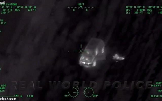 #Video Persecución policiaca termina con choque contra avión de combate - Conductor a punto de estrellarse contra jet F-18. Captura de pantalla