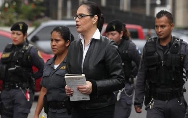 Sentencian a 15 años de cárcel a ex vicepresidenta de Guatemala - Roxana Baldetti arribando a su juicio. Foto de Prensa Libre