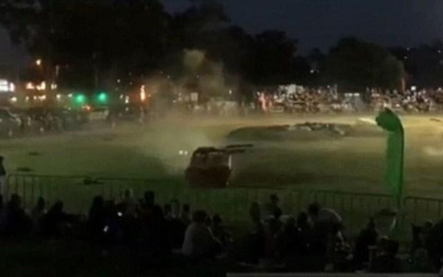 #Video Auto arrolla a multitud durante espectáculo en Australia - Auto