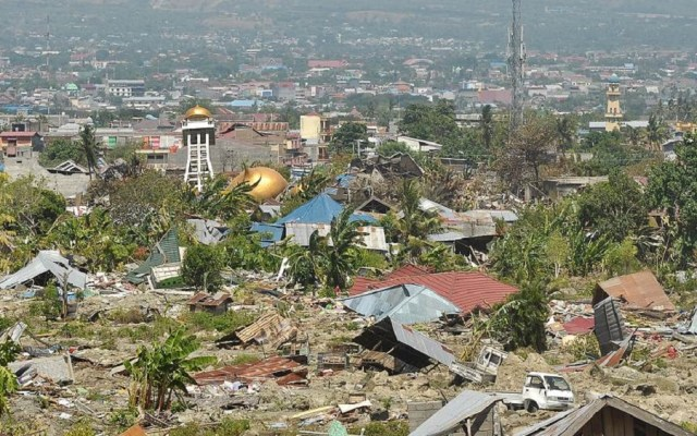 #Video Suelo se vuelve líquido tras terremoto en Indonesia - Devastación en Indonesia tras terremoto y tsunami. Foto de EPA