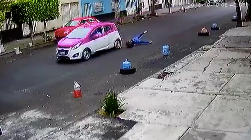 #Video Taxista arrastra a mujer por calle de la colonia Tránsito