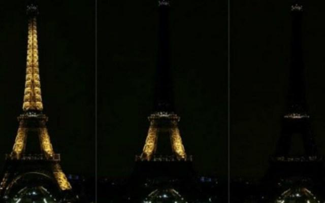 Torre Eiffel apaga sus luces por víctimas de ataque en Pittsburgh - Apagan torre eiffel por atentado en pittsburgh