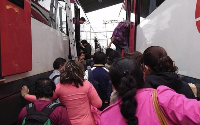 Falla mecánica en Tren Suburbano y rescatan a pasajeros - Foto de Quadratín