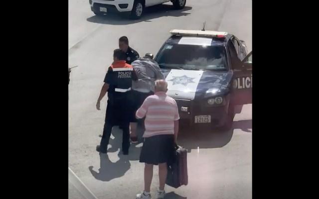 #Video Turista en pánico abre puerta de avión antes de despegar en Cancún - Foto de Kathleen Ingham