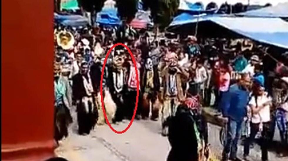 #Video Ultiman a danzante durante festividad de Tlaxiaco - Momento en que danzante es asesinado a balazos en Tlaxiaco. Captura de pantalla