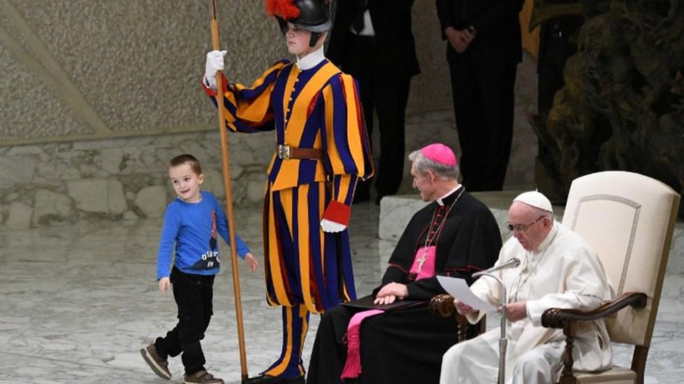 #Video Niño con autismo sorprende en audiencia al papa Francisco - Foto de Vincenzo Pinto/AFP