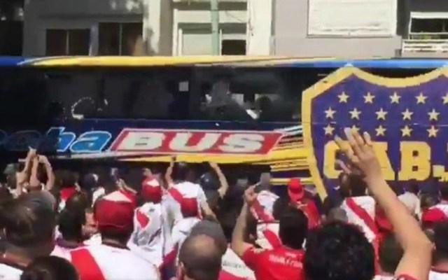 Liberan a implicado de agresión a autobús de Boca Juniors - liberan a agresor del camión de boca juniors