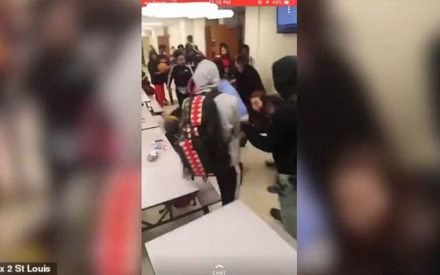 #Video Estudiantes golpean a subdirector en escuela de Missouri