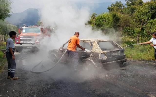 Queman vivas a cuatro personas en Zitácuaro - Auto en el que viajaban los presuntos delincuentes. Foto de El Despertar