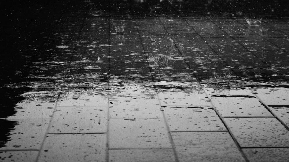 Lluvia provoca encharcamientos; Metro aplica marcha de seguridad - Caída de lluvia. Foto de Internet