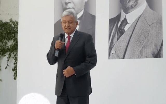 AMLO lanza convocatoria para vender el avión presidencial - Andrés Manuel López Obrador en conferencia de prensa en la casa de transición.