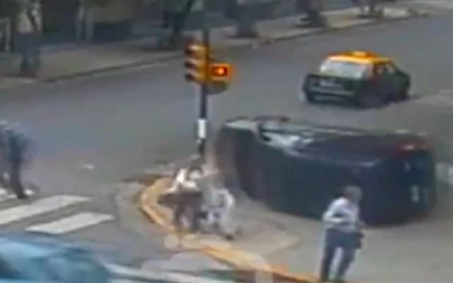 #Video familia evita la muerte en tres ocasiones en Argentina - Mujer e hijos evitan la muerte en choque en argentina