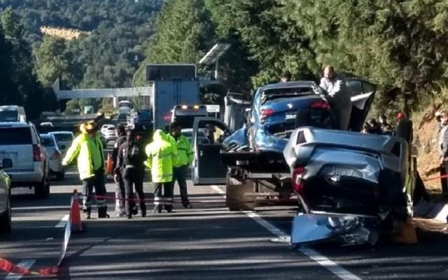 Muere automovilista en carambola sobre la México-Cuernavaca - Carambola en la México-Cuernavaca. Foto de @GaboOrtega73