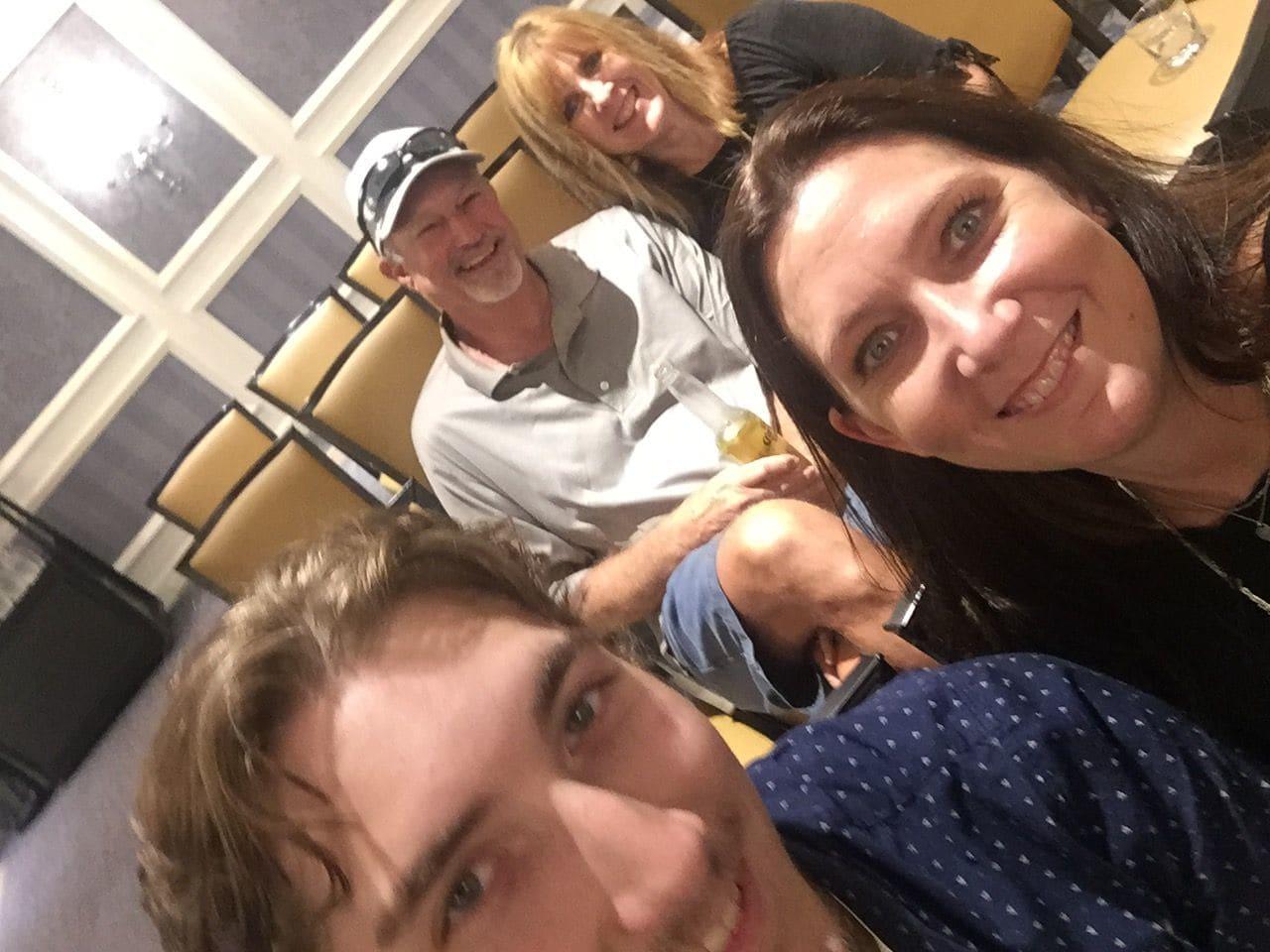 Christopher Precopia con su familia en el Renaissance Austin Hotel. Foto de Internet