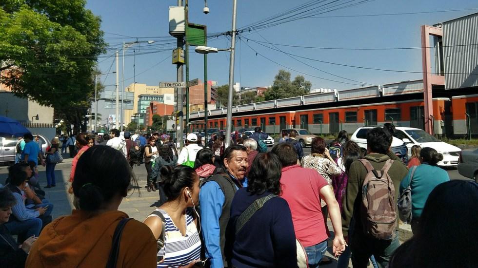 Falla servicio en Línea 2 del Metro - Corto circuito provoca falla de servicio del metro xola