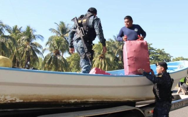 Decomisan media tonelada de cocaína en el Pacífico de Guatemala - Foto de @PNCdeGuatemala