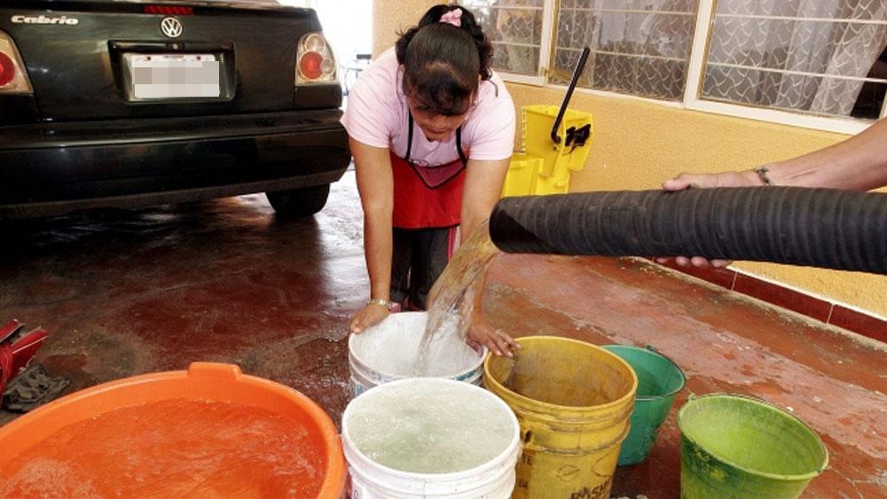 Colocan tinacos en siete alcaldías por corte de agua. Noticias en tiempo real