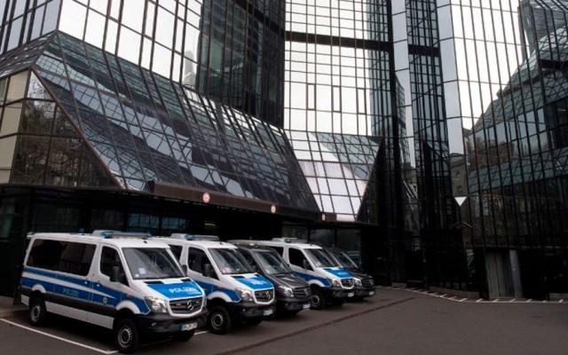 Allanan el Deutsche Bank por investigación sobre lavado de dinero - Foto de BORIS ROESSLER / AFP