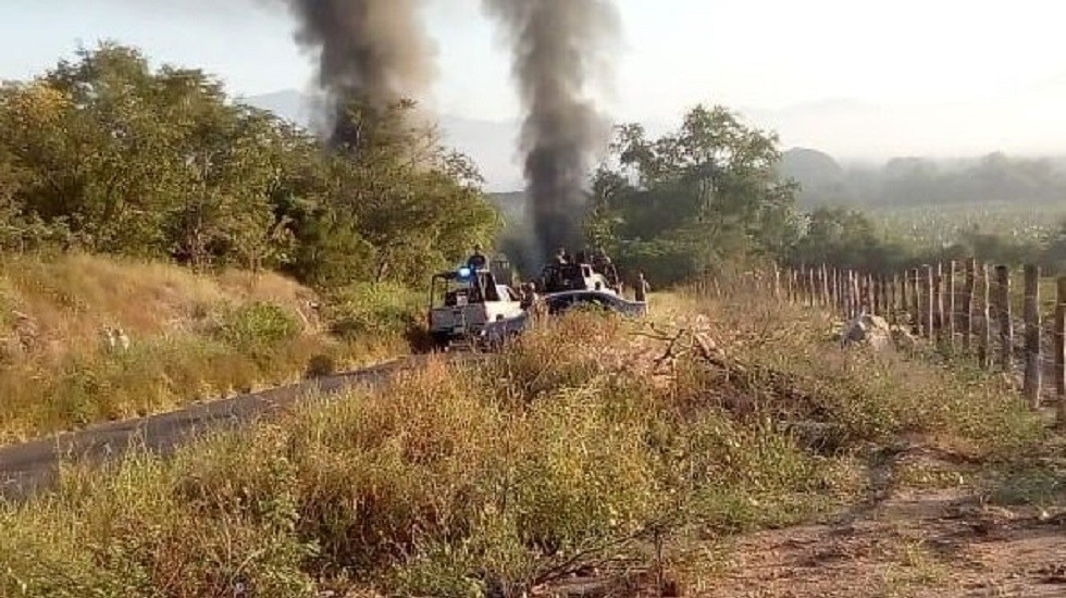 Balacera y bloqueos dejan un muerto en Tomatlán - Enfrentamiento en Tomatlán. Foto de Twitter