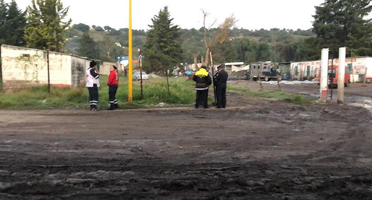Servicios de emergencia se movilizaron al barrio La Saucera de Tultepec por explosiones. Foto de Twitter