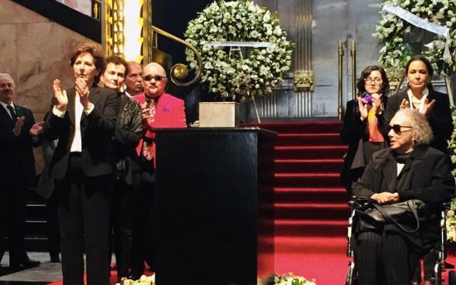 Rinden homenaje a Fernando del Paso en el Palacio de Bellas Artes - Foto de Twitter Palacio de Bellas Artes