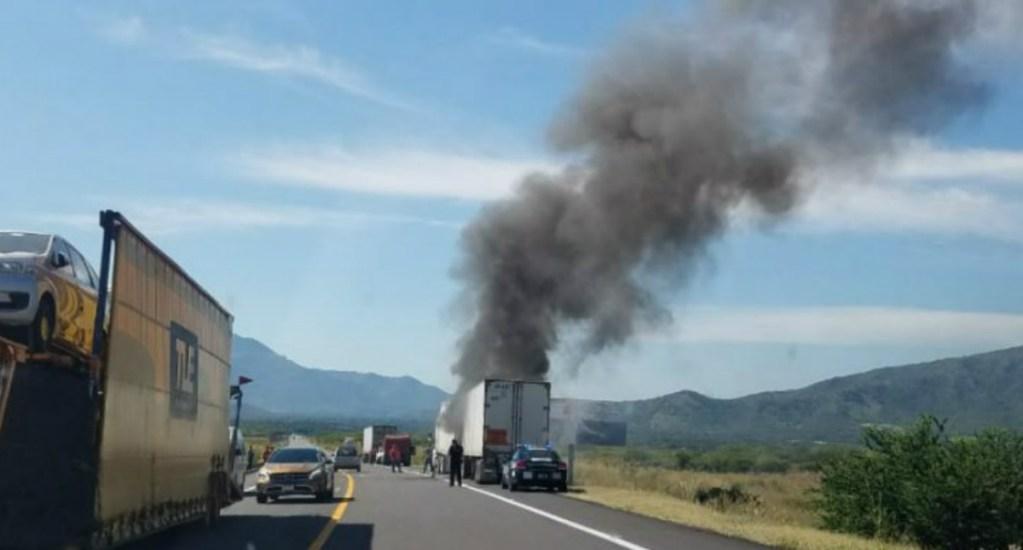Falla mecánica provoca incendio de tráiler en Michoacán - Se incendia trailer en la siglo 21