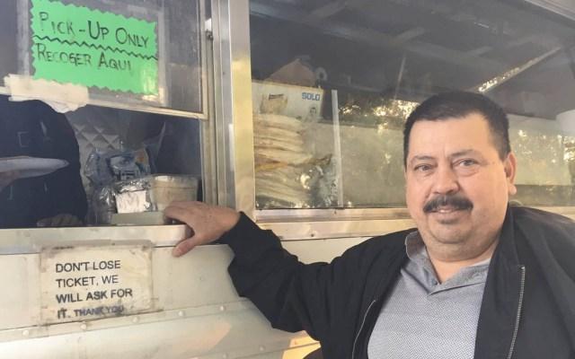 Mexicano dona tacos y tamales a afectados por incendios en California - Foto de @TedLandK5